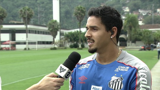 """Lucas Veríssimo, do Santos, sobre Sampaoli: """"É histérico em campo, mas no dia a dia é tranquilo"""""""