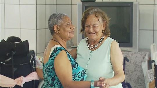 Almoçar em restaurante, tocar sanfona, comer lasanha: pedidos de idosos geram comoção em asilo de MG