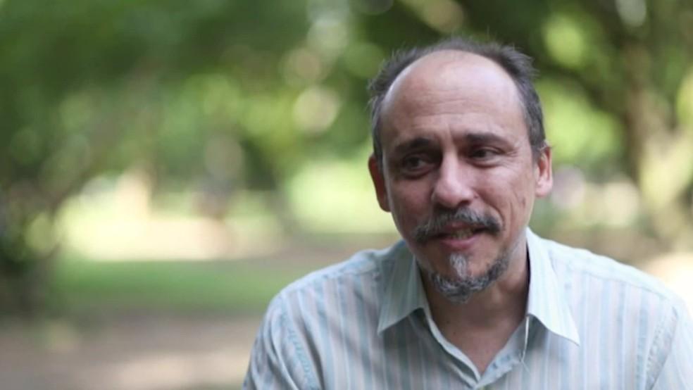 Fábio Hazin era conhecido pelo trabalho de pesquisa sobre a presença de tubarões no litoral — Foto: Reprodução/TV Globo