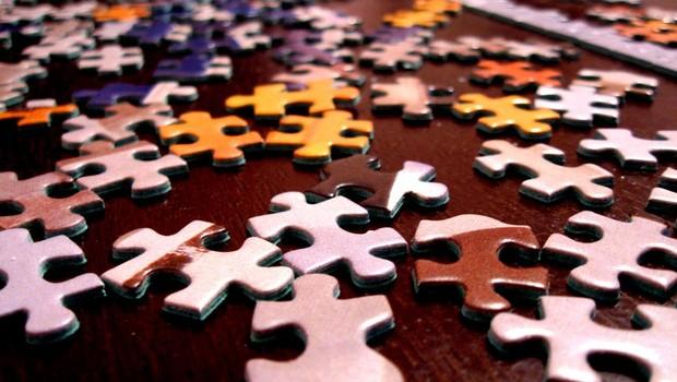 Quebra-cabeça - quebra-cabeças - jogo - diversão - cérebro - memória - aprendizado - educação - desafio - passatempo - relaxar - criança - criatividade - raciocínio - organização (Foto: Pexels)