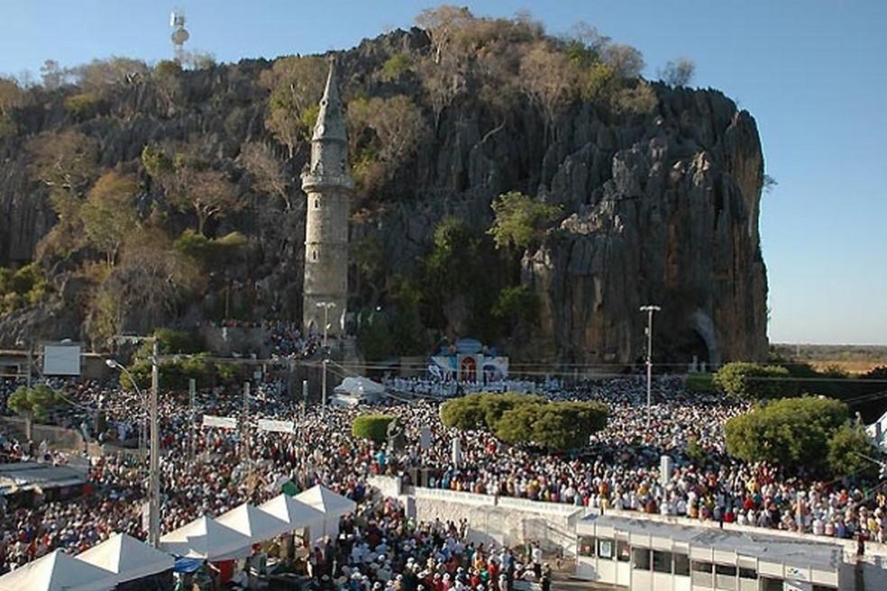 Centenas de fiéis em Bom Jesus da Lapa  — Foto: Divulgação/Prefeitura