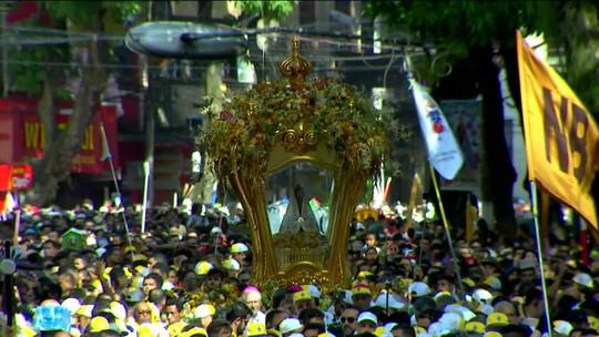 Multidão de fiéis toma as ruas de Belém