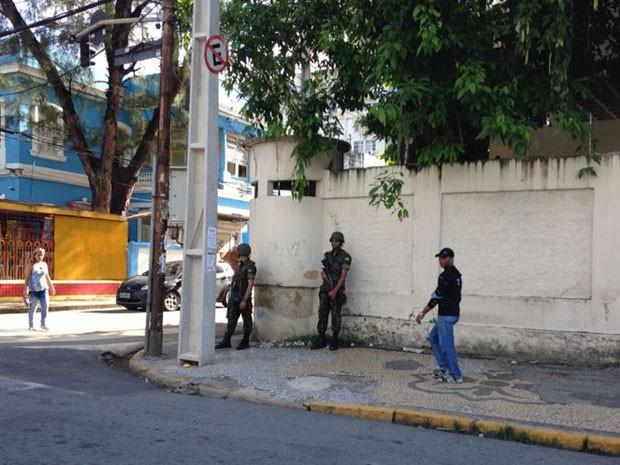 Militares ocupam ruas do Centro da capital pernambucana (Foto: Marcos Cirano/Acervo Pessoal)