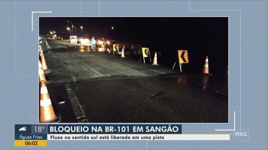 Após obras provisórias, pista do sentido Sul da BR-101, em Sangão, tem uma faixa liberada