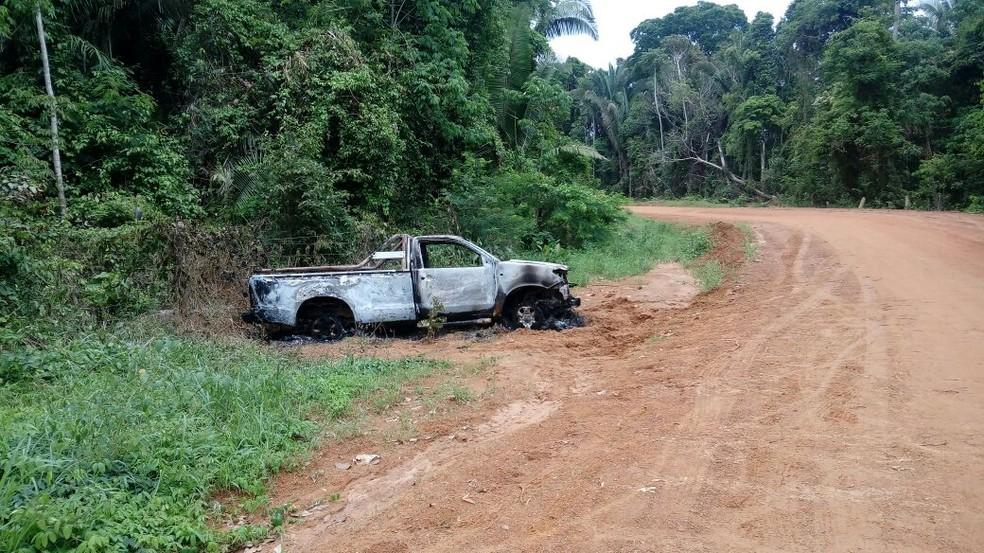 Veículo estava abandonado perto de estrada (Foto: PM/Divulgação)
