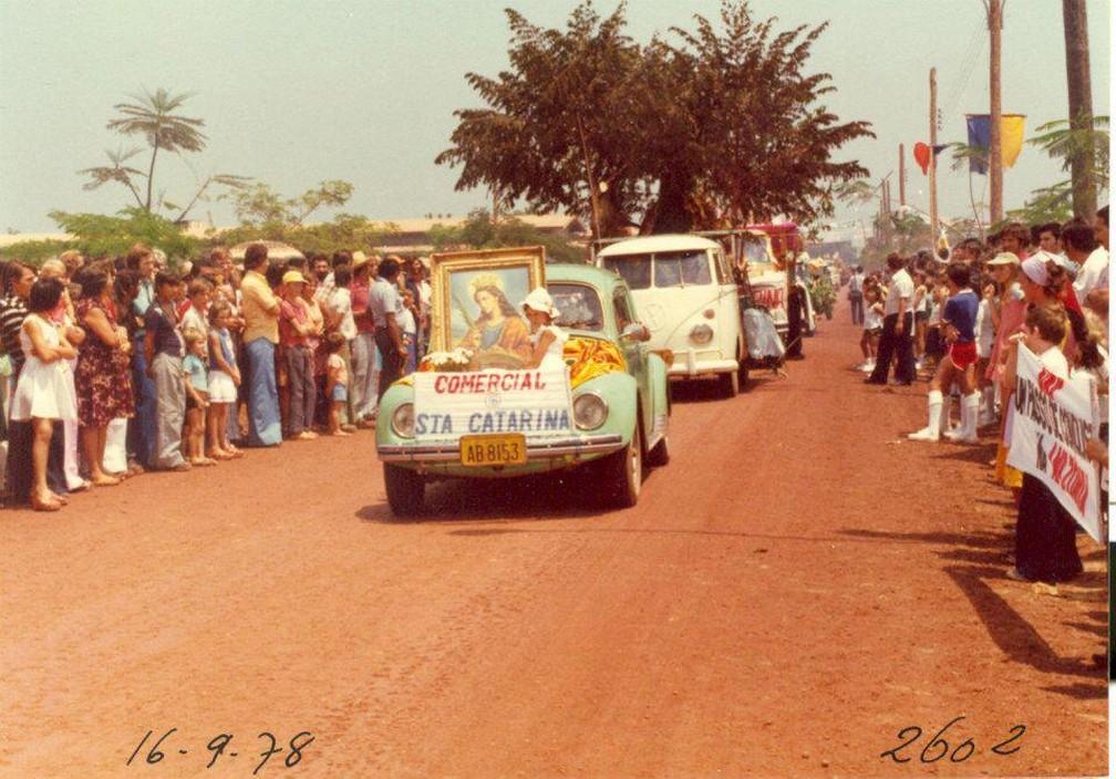 Desfile de comércios da cidade — Foto: Divulgação