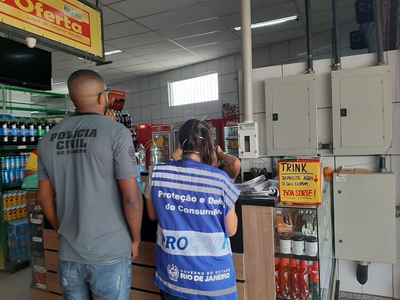 Polícia e Procon-RJ fazem ação contra preços abusivos durante pandemia da Covid-19