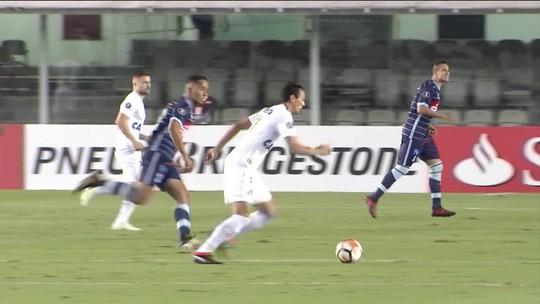 Zerado e sob vaias na Vila, Santos garante primeiro lugar do grupo na Libertadores