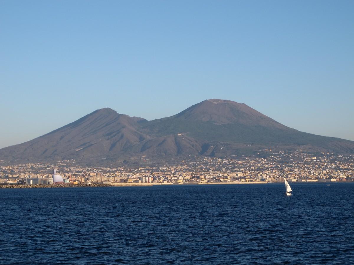 Vulcão Vesúvio, um gigante adormecido, que fascina os moradores de Nápoles