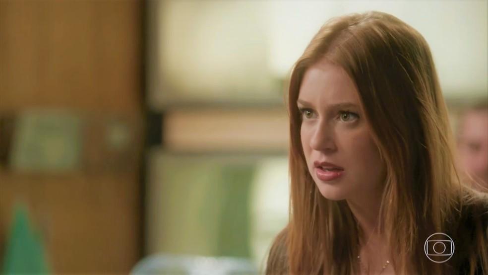 Eliza (Marina Ruy Barbosa) fica confusa quando sabe que terá que morar em Paris — Foto: TV Globo