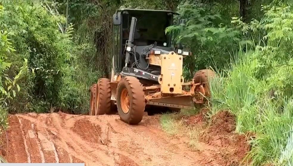 Prefeitura de Votuporanga dá início a obras de desvio em bairro rural após queda de ponte — Foto: Reprodução/TV TEM