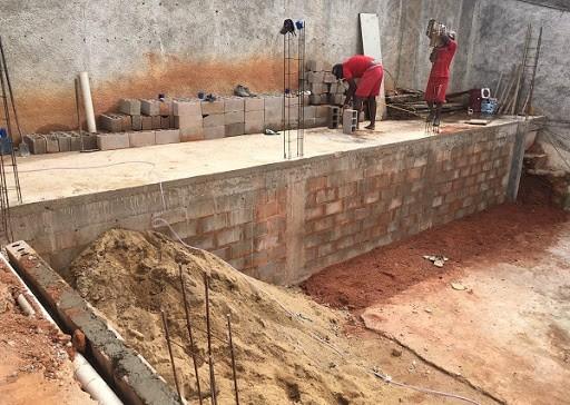 Detentos trabalham em obras de ampliação do presídio de Carangola