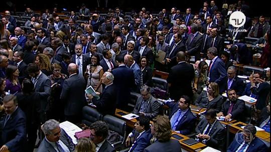 Câmara derruba decreto e governo sofre primeira derrota