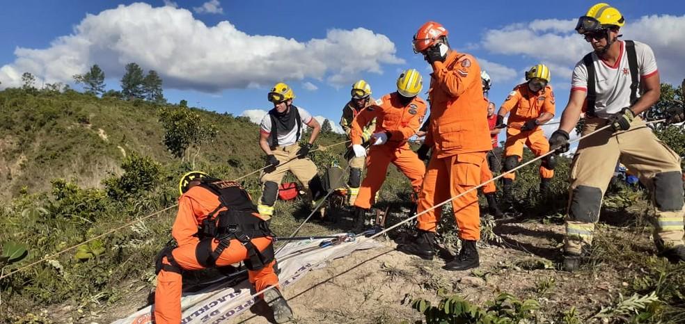 Bombeiros resgatam corpo de jovem de 21 anos que morreu durante prática de slackline, noDF — Foto: CBMDF/Divulgação