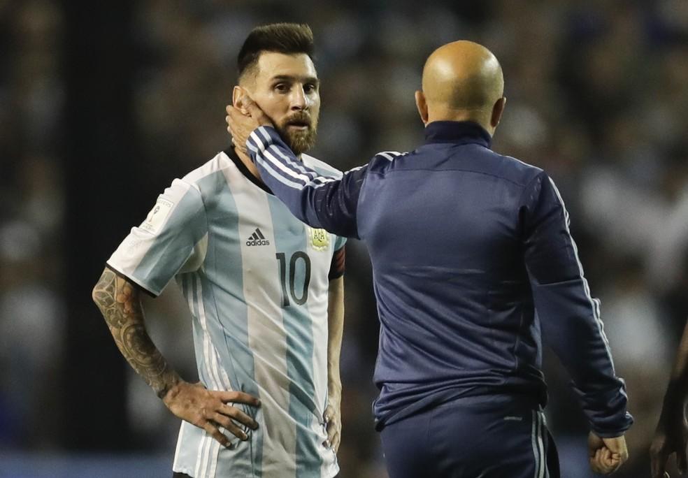 Sampaoli diz que seleção argentina precisa funcionar em torno de Messi (Foto: AP Photo/Victor R. Caivano)