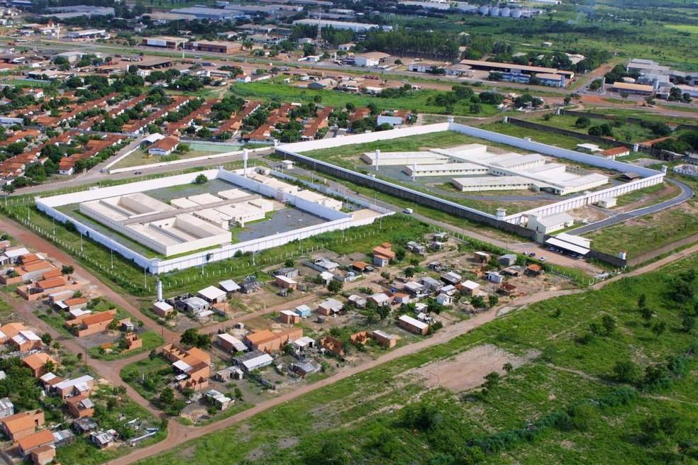 Suspeitos tentavam entregar objetos na Penitenciária Central do Estado (PCE), em Cuiabá — Foto: Sejudh
