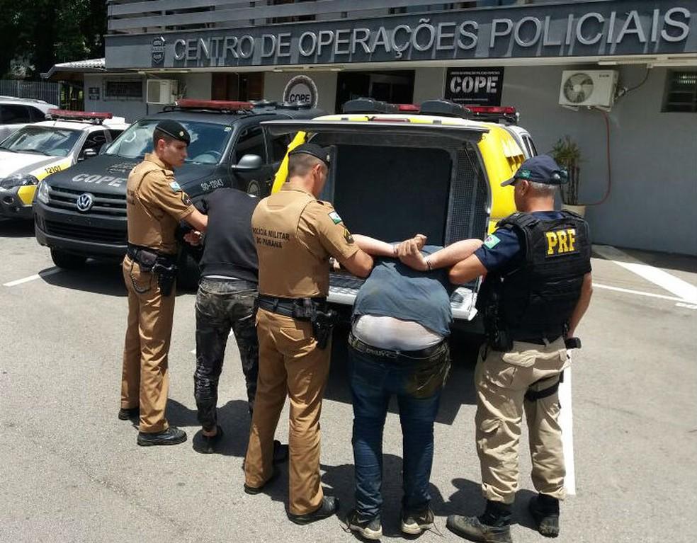 Pela manhã, dois suspeitos foram presos (Foto: Divulgação/PRF)