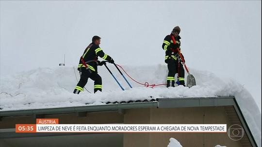 Equipes de resgate tentam localizar criança de dois anos que caiu em poço na Espanha