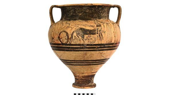 Vaso decorado da Grécia foi um dos artefatos encontrados pelos arqueólogos da Universidade de Gotemburgo (Foto: Teresa Bürge / Universidade de Gotemburgo)