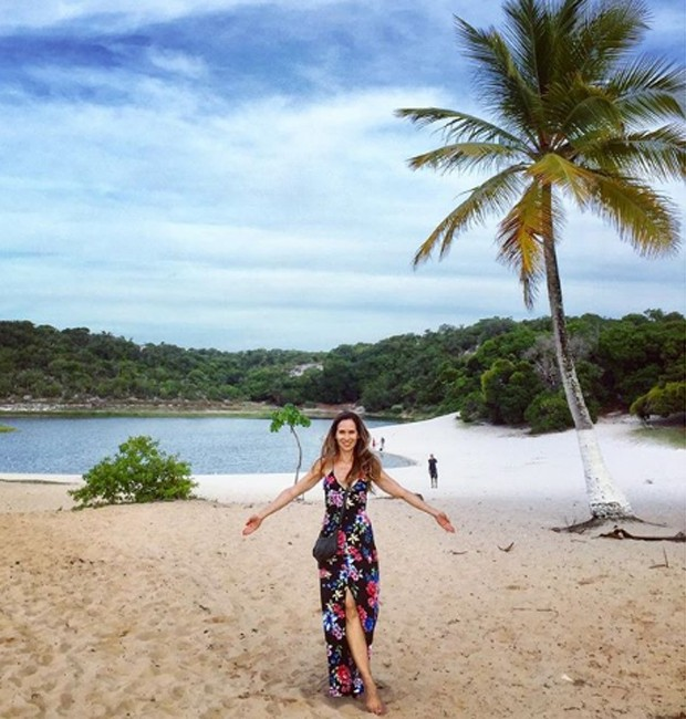 Ingra Lyberato posa na Lagoa do Abaeté (Foto: Reprodução/Instagram)