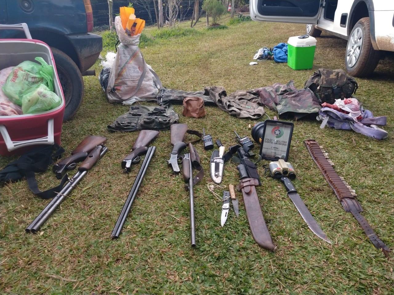 PM prende homens suspeitos de posse ilegal de arma de fogo e caça de animais silvestres em SC