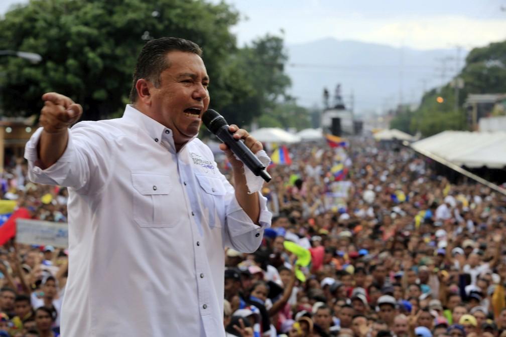 Candidato presidencial, pastor Javier Bertucci durante comício na cidade de Valencia, na Venezuela (Foto: Juan Carlos Hernandez/ AP Photo)