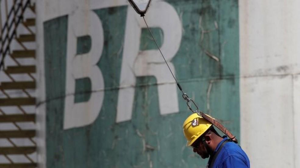 Petrobras eleva em 4% preço da gasolina nas refinarias — Foto: Ueslei Marcelino/Reuters