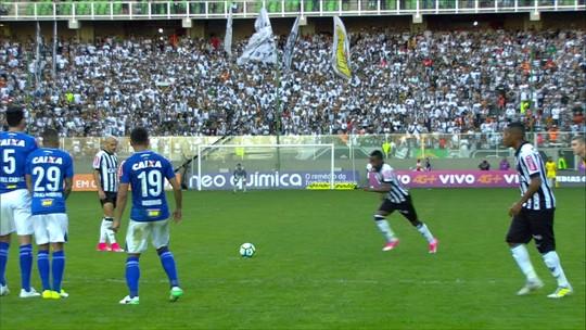 Fábio pede foco constante à defesa do Cruzeiro, que sofre três gols de novo