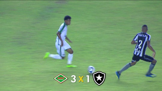 Em Macaé, atual campeão do Carioca Botafogo perde para a Cabofriense