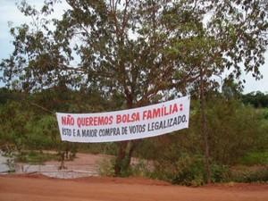 Trabalhadores protestam contra o suposto descumprimento, por parte do governo federal, da promessa de assentar famílias despejadas. (Foto: PRF)