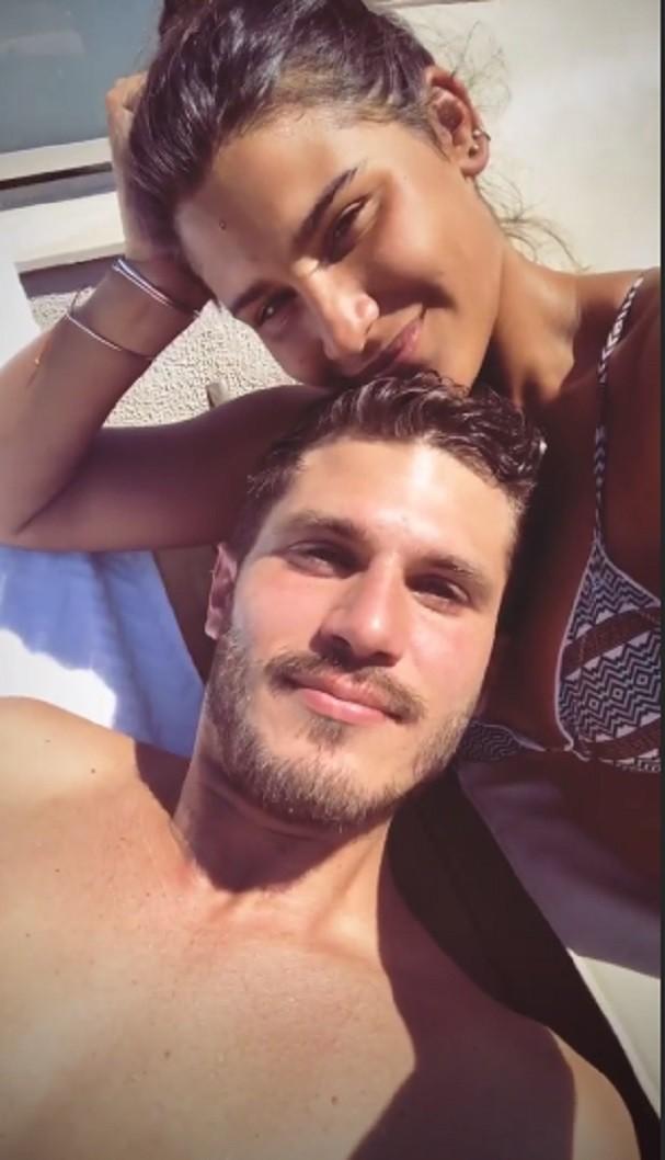 Giulia costa curte piscina com o namorado glamour celebridades - Cat costa o piscina in curte ...