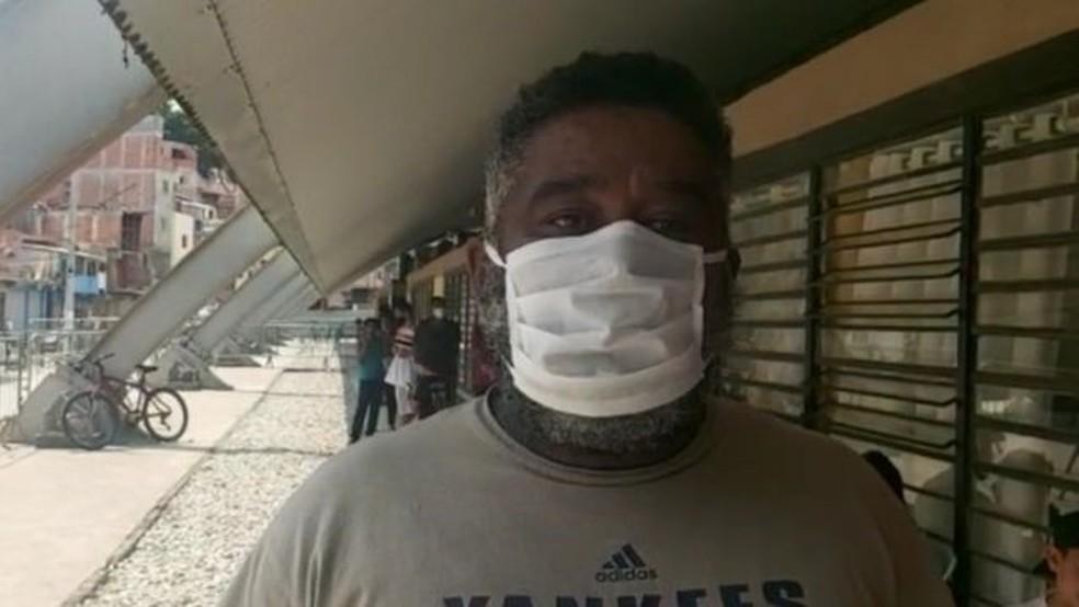 Desempregado, Enéias de Camargo Nogueira depende das marmitas entregues em Paraisópolis para se alimentar — Foto: ASSOCIAÇÃO DOS MORADORES DE PARAISÓPOLIS