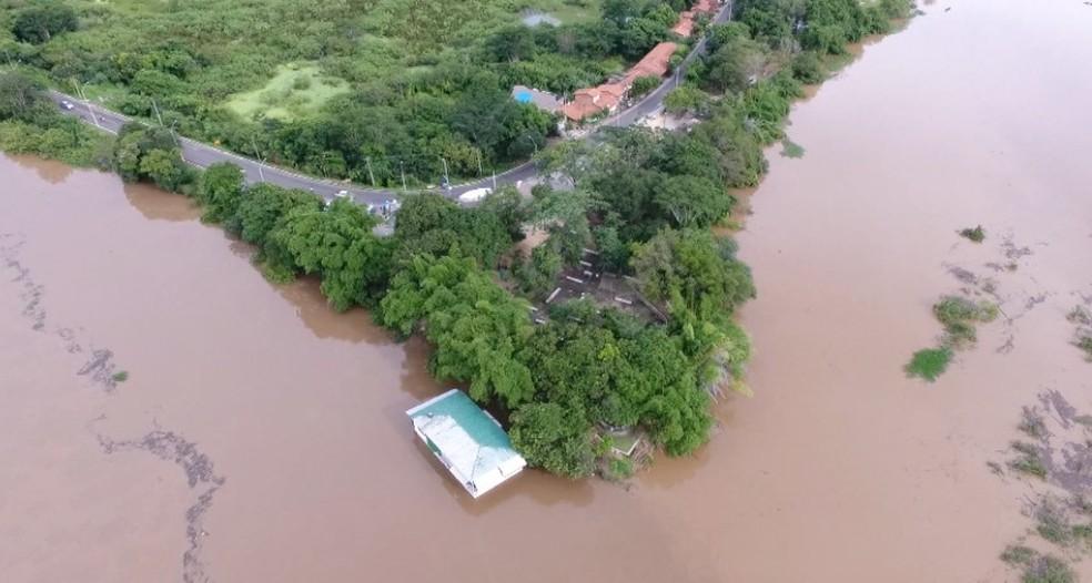 Encontro dos rios Parnaíba e Poti, em Teresina. Órgaos nacionais alertam para rápida elevação do nível dos dois. (Foto: Reprodução/TV Clube)