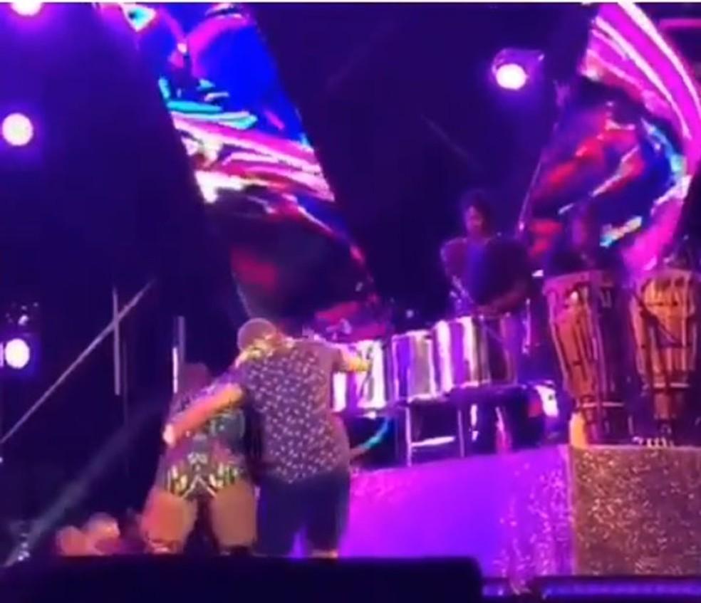 Ivete se desequilibrou e caiu no durante show na Bahia — Foto: Reprodução/Instagram