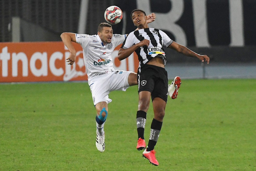 Lucas Mezenga levou Botafogo à Justiça no início desta semana — Foto: Alexandre Durão/ge