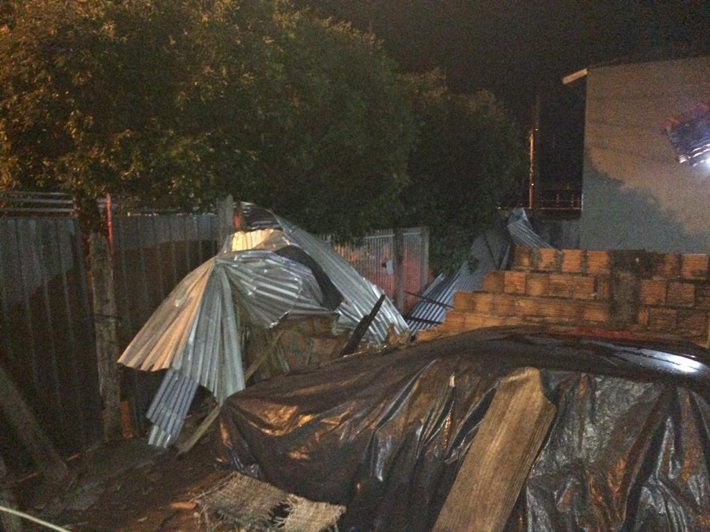 Chuva e ventania deixam casas destelhadas em Paraguaçu Paulista - Notícias - Plantão Diário