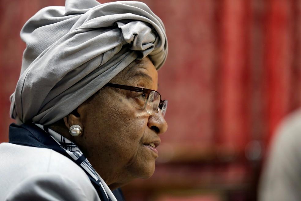 -  Ellen Johnson Sirleaf, presidente da Libéria, fala durante coletiva de imprensa no Palácio Presidencial em Monrovia, na Libéria, em foto de outubro d