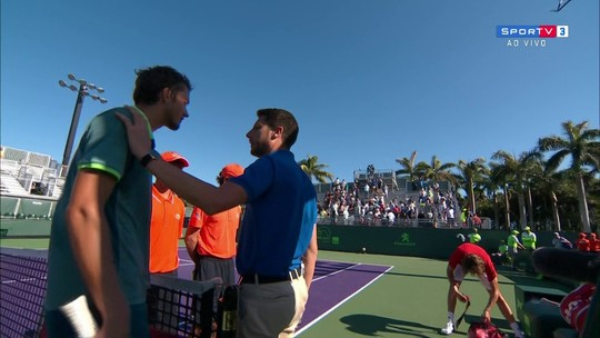 Jogadores discutem no final da partida do Masters 1000 de Tênis