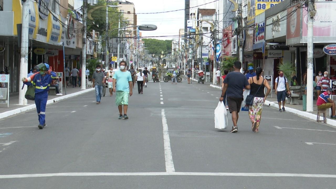 Uma semana após reabertura do comércio em Itabuna, ruas da cidade têm grande movimentação de pessoas