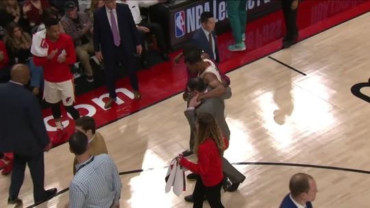 Davis e LeBron comandam mais uma vez, e Lakers nocauteiam Blazers fora de casa