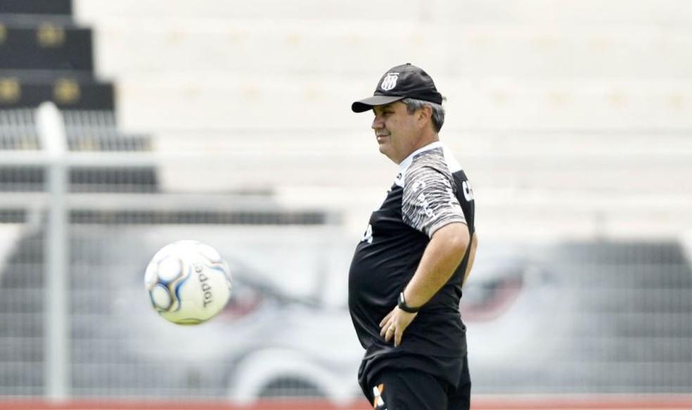 Gilson Kleina será treinador da Macaca pela quarta vez na carreira — Foto: Marcos Ribolli