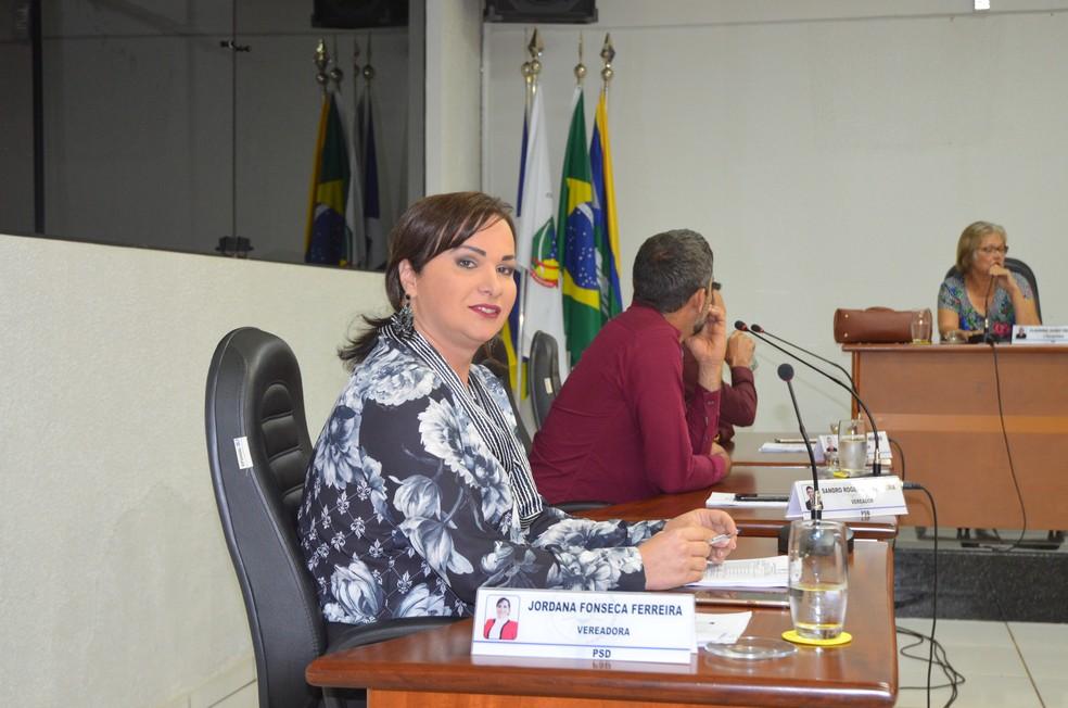 Placa da Câmara já apontava Jordana como vereadora (Foto: Magda Oliveira/G1)