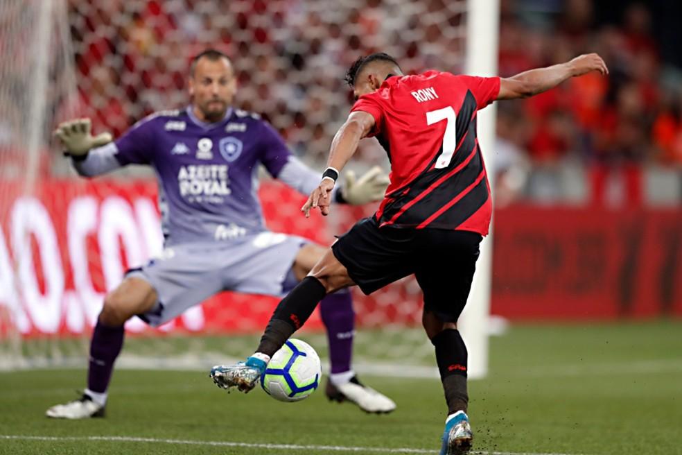 Rony quer trocar a camisa 7 pela 77 no Palmeiras — Foto: Albari Rosa/Gazeta do Povo