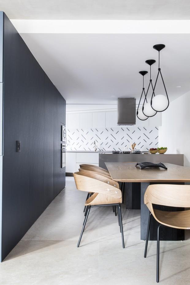 Soluções de marcenaria integram apartamento em São Paulo (Foto: Divulgação)