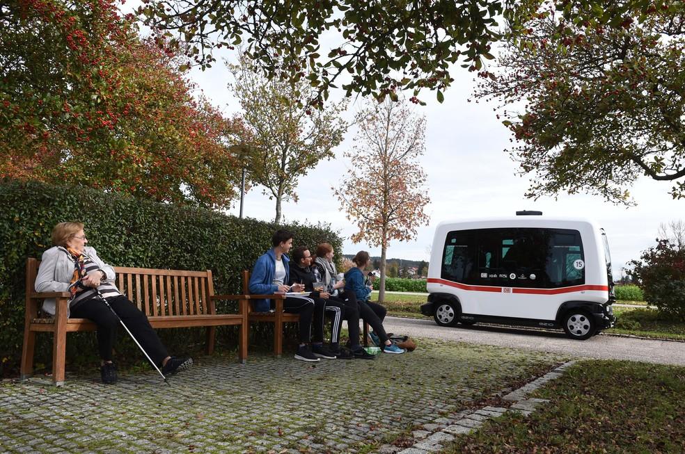 Ônibus sem motorista começa a operar na Alemanha (Foto: Christof Stache/AFP)
