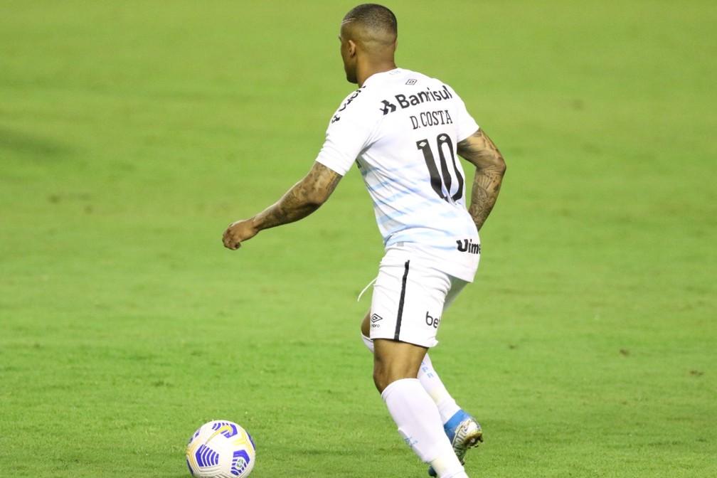 Douglas Costa estreia pelo Grêmio contra o Sport — Foto: Marlon Costa/Pernambuco Press