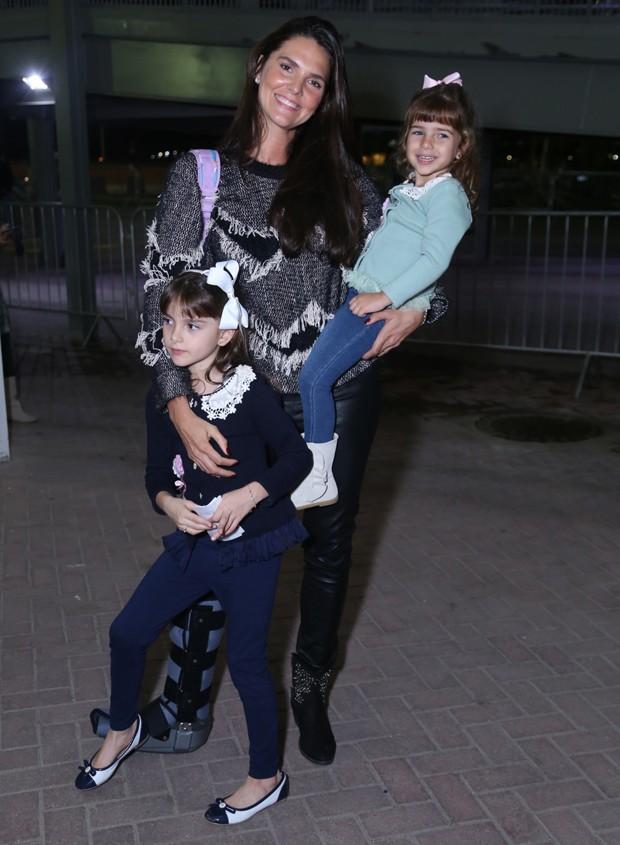 Daniella Sarahyba com as filhas, Gabriela e Rafaela (Foto: Anderson Borde/AgNews)