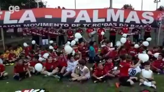 Torcida do Fla em Palmas faz homenagens para vítimas do incêndio no Ninho; vídeo