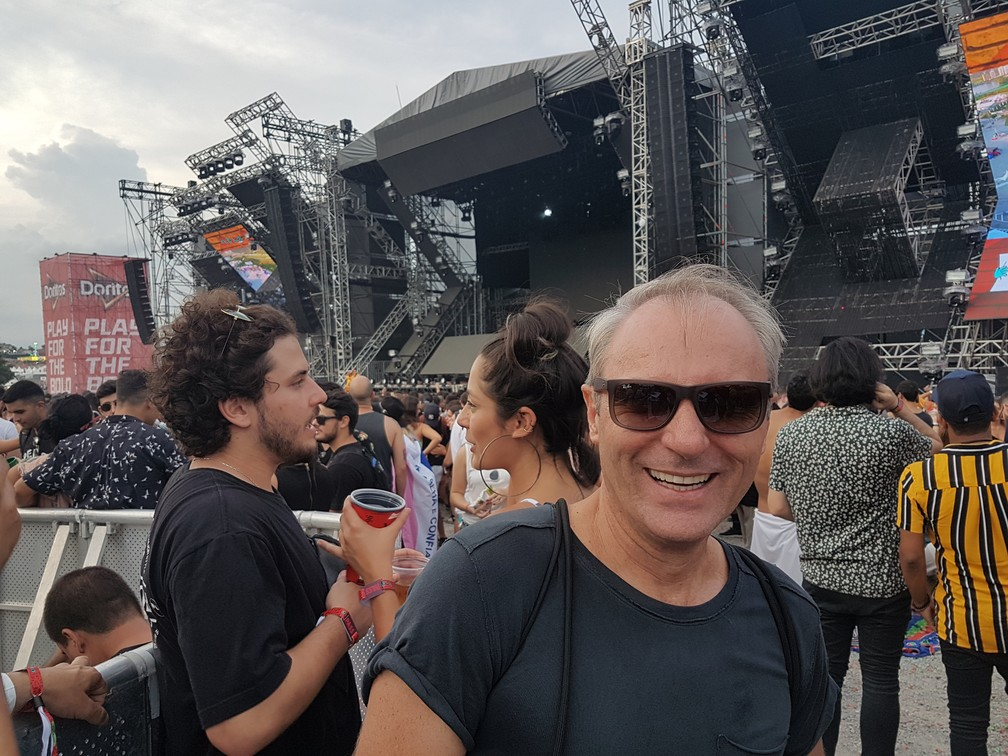 Filho do Flávio Melo não quis vir ao festival, mas o pai saiu de Goiânia e veio ao Lollapalooza do mesmo jeito — Foto: Gabriela Sarmento/G1