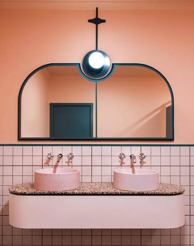 Décor do dia: lavabo decorado com ladrilhos rosas (Foto: Bergman & Co/Divulgação)
